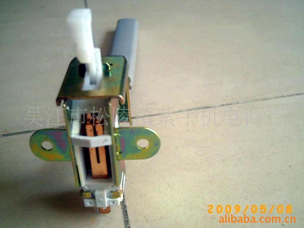 海尔滚筒式洗衣机门锁异常怎么解锁xqg56-e709